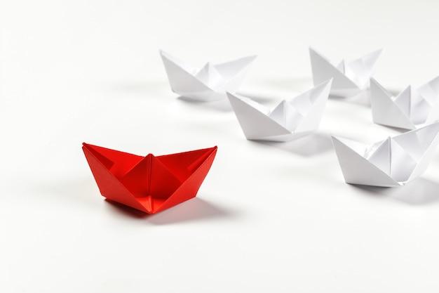 Navio de papel vermelho vencedor