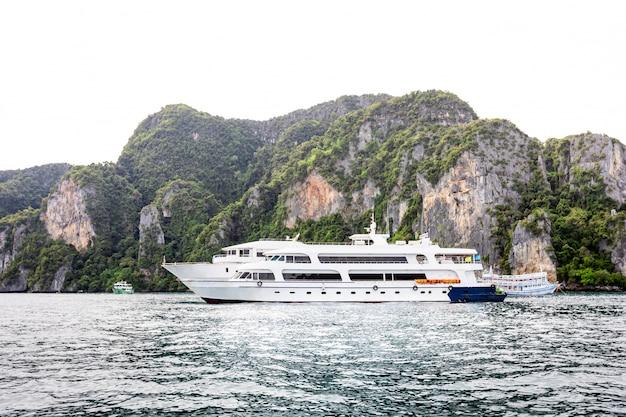 Navio grande luxo de alta classe para alugar turista na ilha de phi phi tailândia