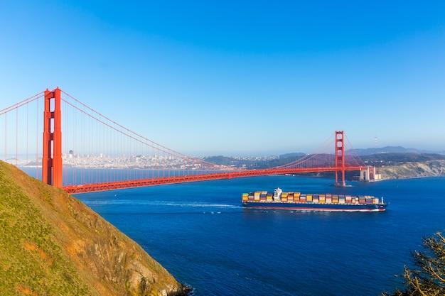 Navio mercante de san francisco golden gate bridge, na califórnia