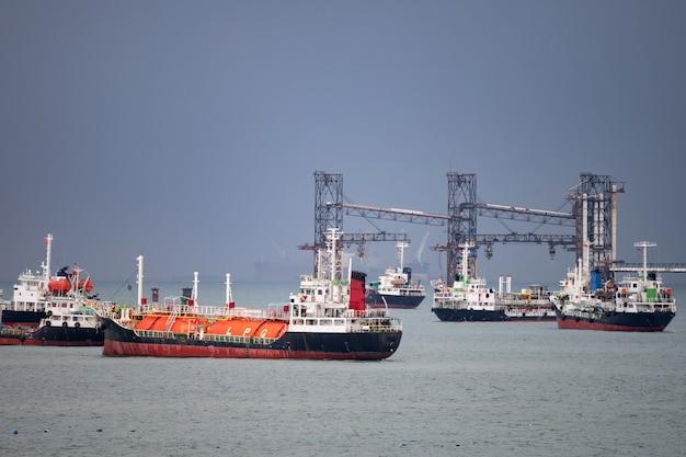 Navio petroleiro glp no porto