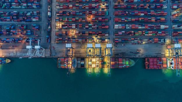 Navio porta-contentores em negócios de exportação e importação e logística.