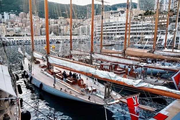 Navios ancorados em mônaco