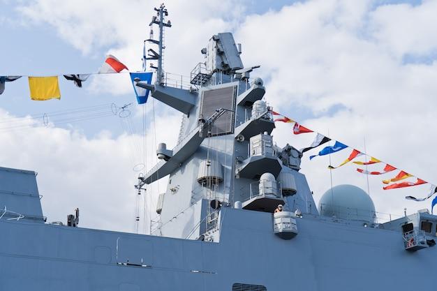 Navios de guerra da marinha russa. a celebração do dia da marinha