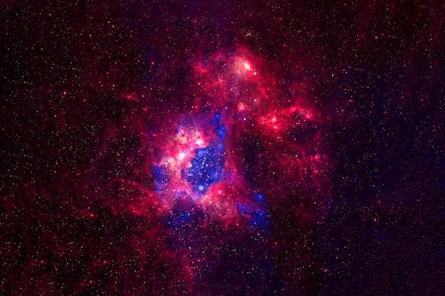 Nebulosa cósmica brilhante. textura de fundo. os elementos desta imagem foram fornecidos pela nasa. para qualquer propósito.