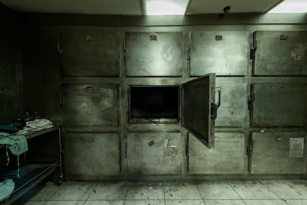 Necrotério abandonado em hospital psiquiátrico
