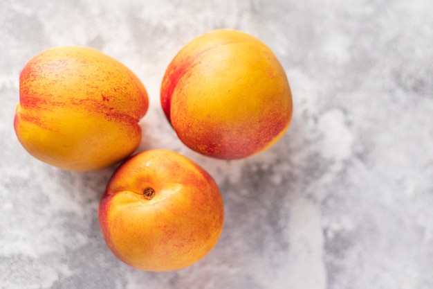 Nectarina ou pêssego doce fruta sobremesa natural doces refeição lanche na mesa cópia espaço comida