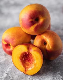 Nectarina, pêssego fresco, doce, fruta, doce, sobremesa, refeição, lanche, mesa, cópia, espaço, comida, fundo