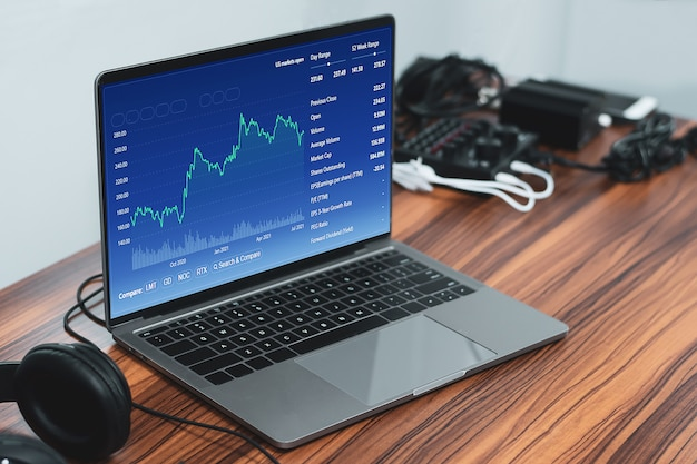 Negociando gráfico digital on-line em tecnologia de computador em casa, trader business trad stock exchange