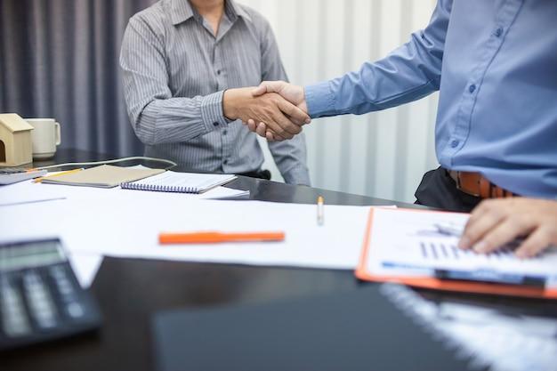 Negócio, apertar mão