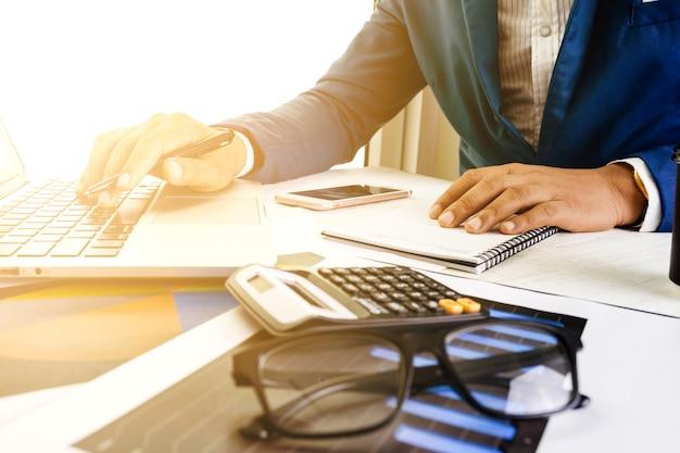 Negócio, contabilidade, plano, conceito, trabalhando, desktop, laptop, computador, calculadora, fazer, negócio