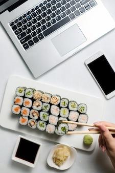 Negócio de entrega de restaurante. aplicativo de pedido de comida para smartphone