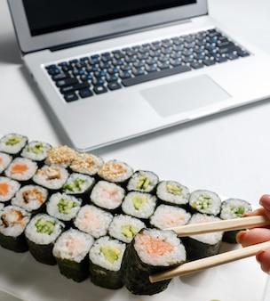 Negócio de entrega de restaurante. pedidos de comida na internet