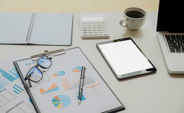 Negócio de escritório acima da página do espaço de trabalho vazio