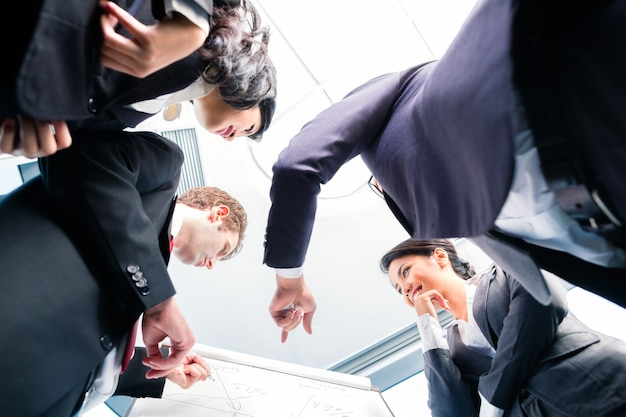 Negócio de estruturação de pessoas de negócios asiáticos