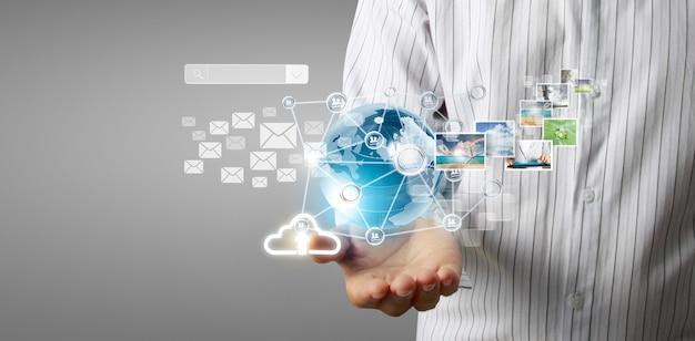 Negócio de tecnologia nas mãos do homem