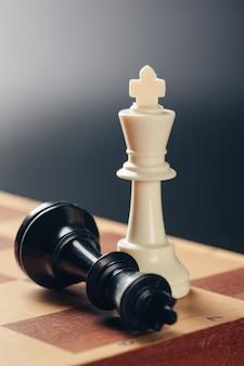 Negócio de xadrez, líder e sucesso.