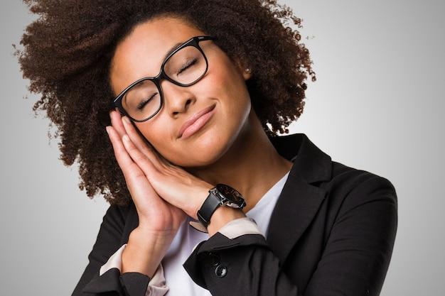 Negócio mulher negra dormindo