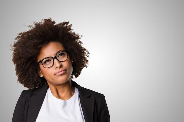 Negócio mulher negra pensando