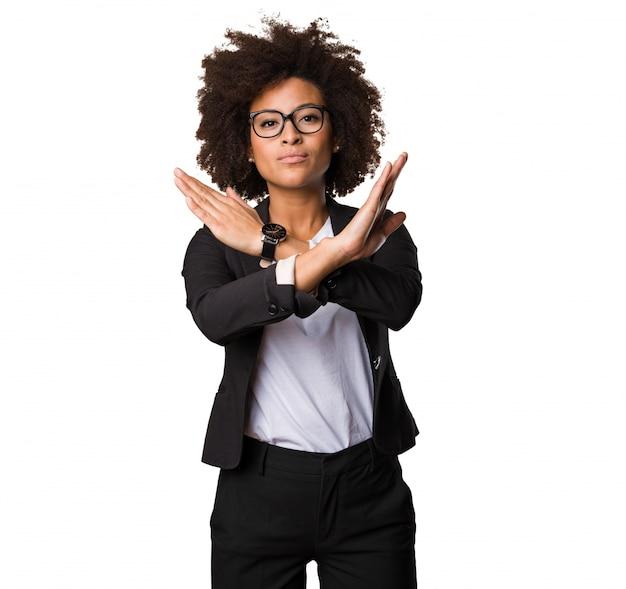 Negócio preto mulher fazendo parar o gesto