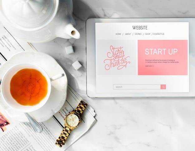 Negócios de inicialização na tela do tablet digital