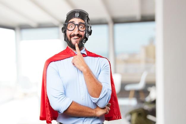 Negócios do herói louco expressão feliz