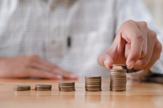 Negócios e conceito de economia de dinheiro.