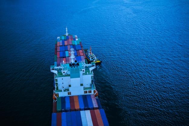 Negócios e transporte da indústria e entrega de serviços contentores de carga internacional