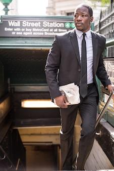 Negócios pegando o metrô