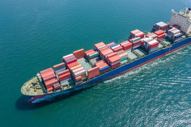 Negócios transporte de contentores de carga importação exportação susto navio aberto mar internacional aérea
