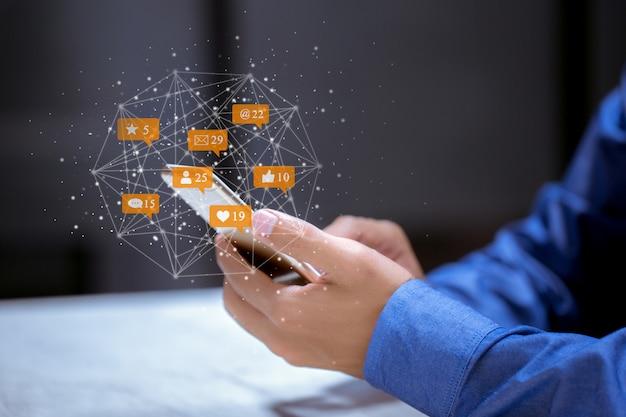 Negócios usando telefone, conceito de inovação de tecnologia de redes sociais de mídia social.