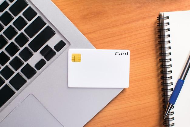 Negócios, verificar, transferência, pagamento, segurando, crédito, cartão