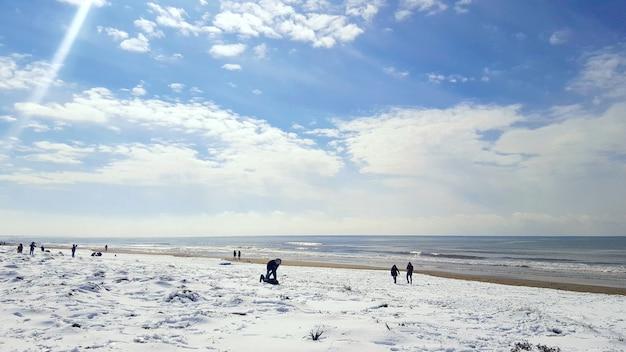 Neve fresca na praia dourada.