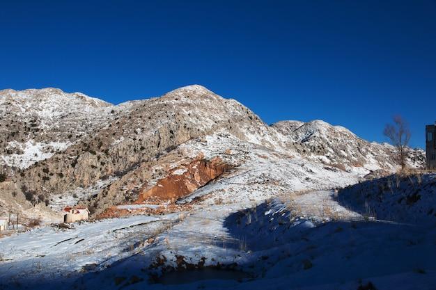 Neve nas montanhas do líbano