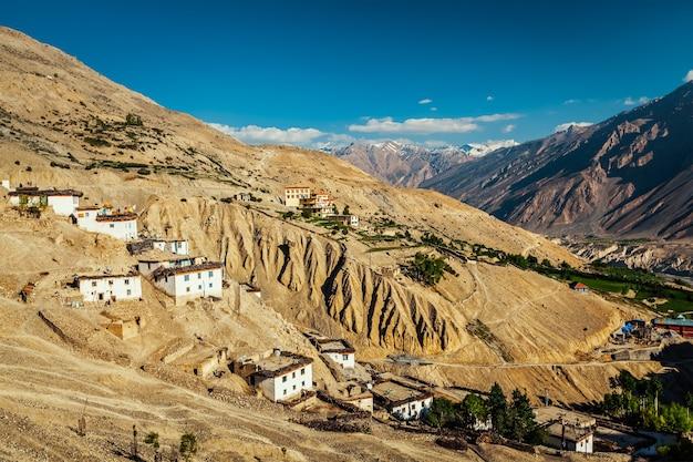 New dhankar gompa (mosteiro) e aldeia dhankar, vale spiti, himachal pradesh, índia