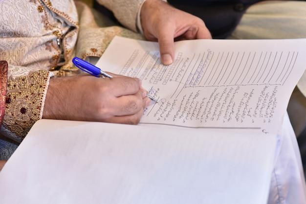 Nikkah, assinando, noivo, mãos, ligado, nikkah, nama