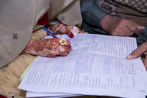 Nikkah, assinatura, noiva, mãos, ligado, nikkah, nama