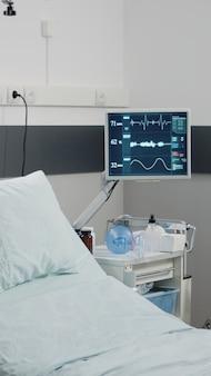 Ninguém na enfermaria do hospital para reanimação e cuidados de saúde