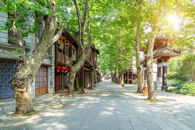 Ninguém nas ruas da cidade, casas em estilo chinês, duyun, guizhou, china.