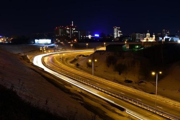 Nizhny novgorod brilha à noite