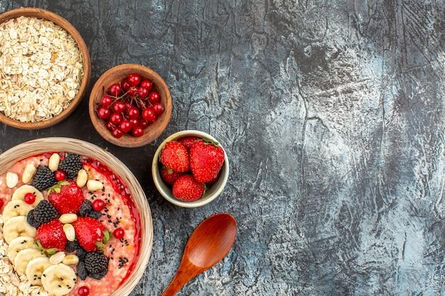No fundo claro-escuro cereal matinal saudável
