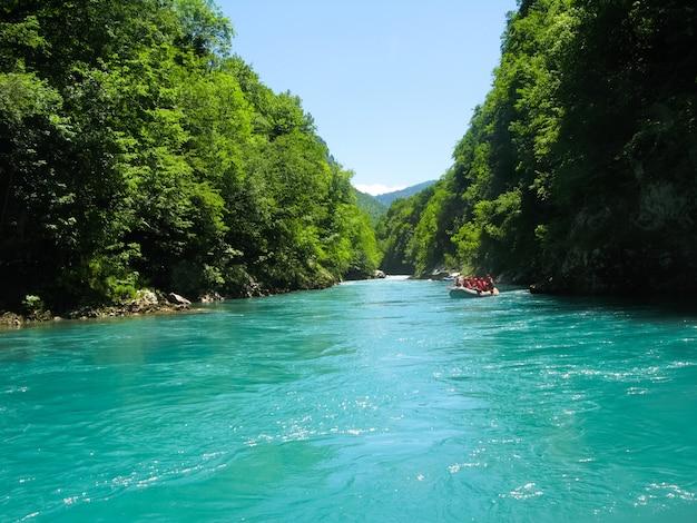 No norte do montenegro, passou competições de rafting. a competição contou com a presença de representantes de diferentes países.