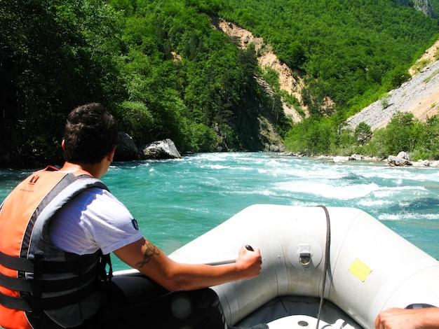 No norte do montenegro passou por competições em rafting. a competição contou com a participação de representantes de diferentes países.