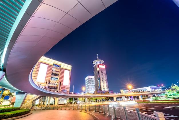 Noite de rua no distrito financeiro de shanghai lujiazui