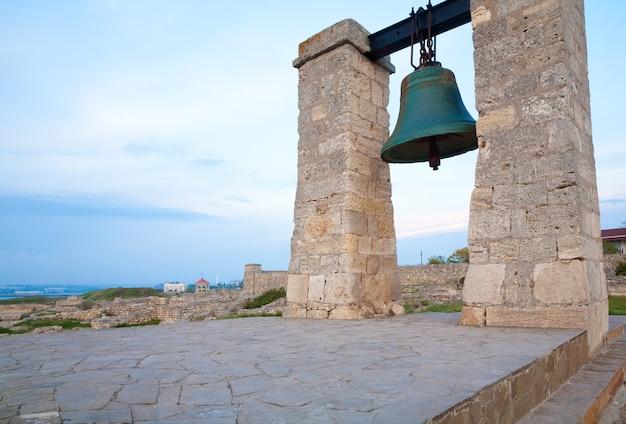 Noite do sino de chersonesos (cidade antiga) (sebastopol, crimeia, ucrânia)