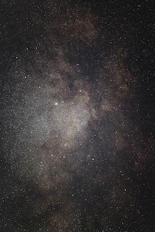 Noite estrelada em preto e branco