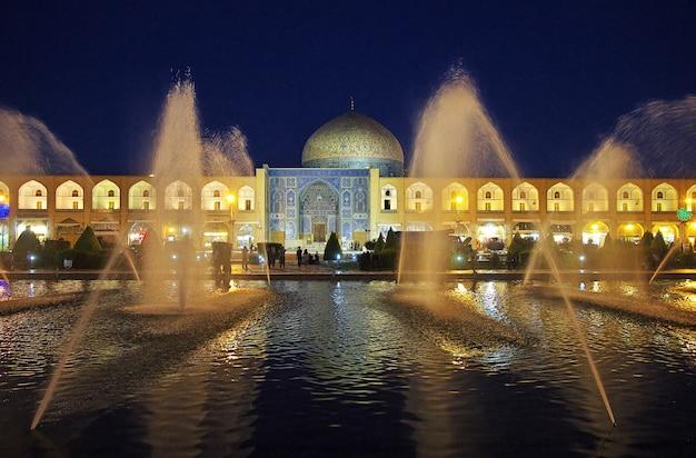 Noite na cidade antiga isfahan no irã