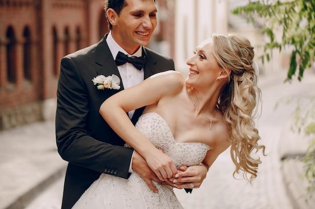 Noiva de riso com o marido