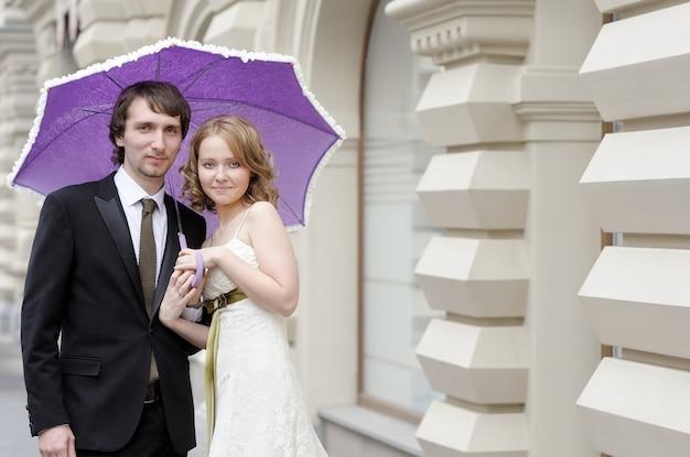 Noiva e noivo juntos close-up