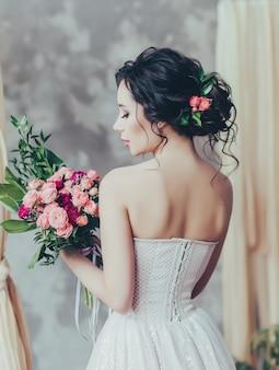 Noiva elegante com cabelo e maquiagem