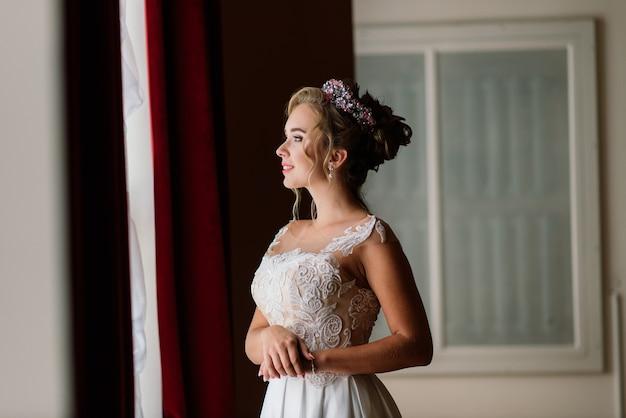 Noiva em um vestido elegante e grinalda